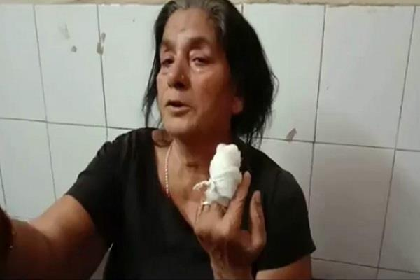 the elderly woman s finger from the youth teeth
