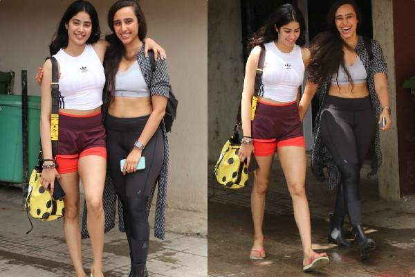 janhvi kapoor pose with gym trainer