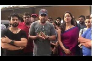 film shooting team and mahi gill attacked