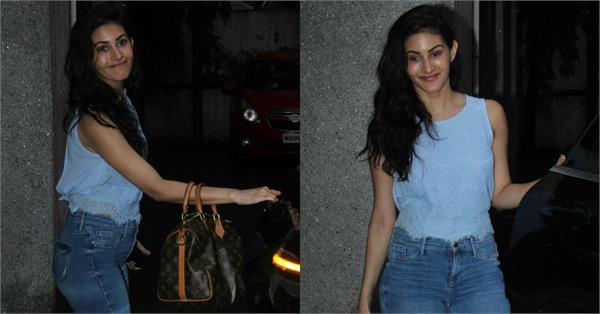 amyra dastur spotted without makeup in bandra