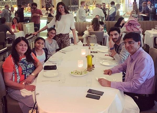 sushmita sen share family photo