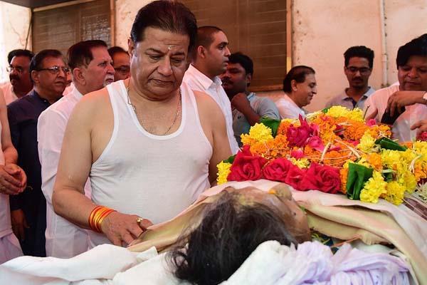 anup jalota mother kamala jalota funeral pictures