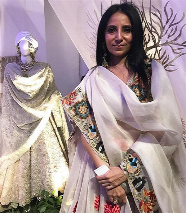 indian fashion desinger anamika khanna famous in fashion industry