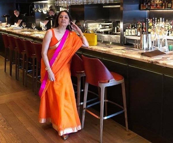 neena gupta walks into london bar in saree