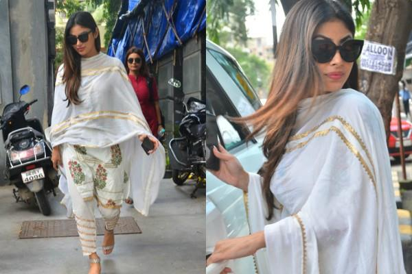 mouni roy look beautiful in traditional outfit