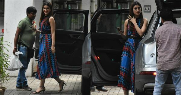 kriti sanon spotted at film arjun patiala promotions