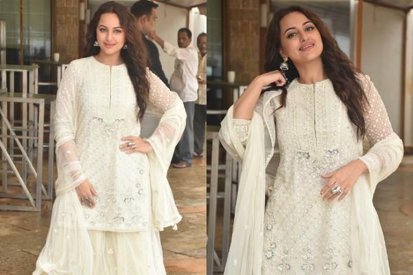 sonakshi sinha at khandaani shafakhana movie promotion