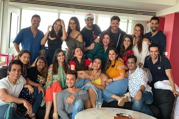 farah khan hosted lunch party for their celebeities friends