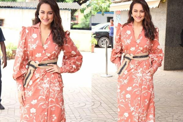 sonakshi looks beautiful in neckline dress at khandaani shafakhana promotion