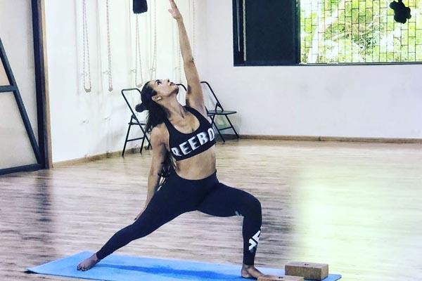 malaika arora share photos of her yoga workout