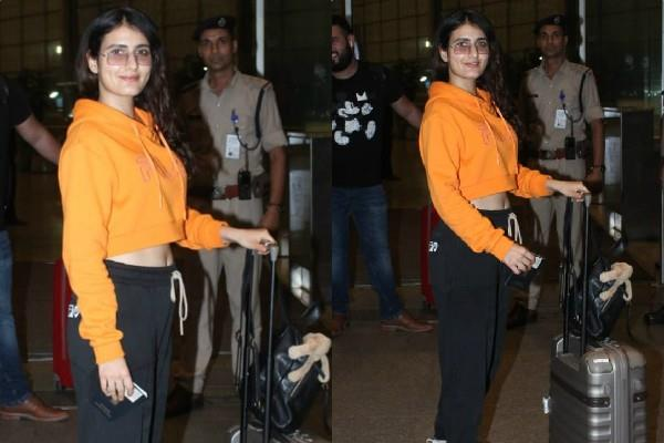 fatima sana sheikh spotted at airport
