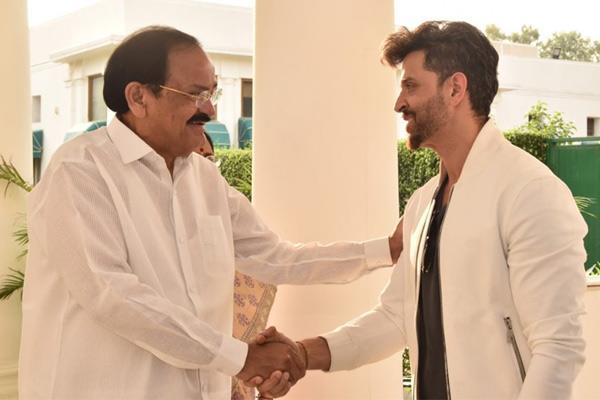 vice president venkaiah naidu watch hrithik roshan movie super 30