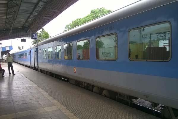 4 lakh reserved seats daily in trains