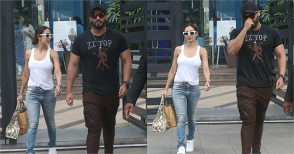 arjun kapoor spotted at romantic lunch date with malaika arora