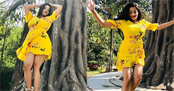 शॉर्ट ड्रेस में भोजपुरी क्वीन मोनालिसा का कहर, कातिलाना अदाएं बना देंगी दीवाना