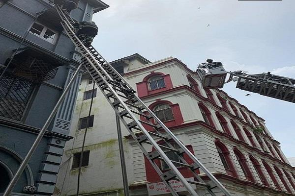 mumbai fire in a multi storey building one killed