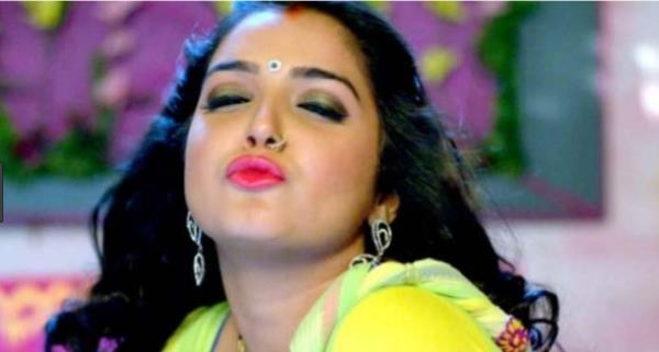 amrapali dubey bhojpuri dance video got viral on internet