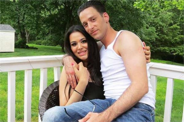 sajnay dutt duaghter trishala dutt gets emotional for her boyfriend