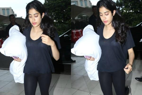 janhvi kapoor cool look as she spotted at airport