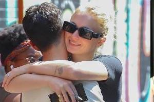 joe jonas sophie turner romantic pictures viral