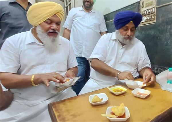 unaware of the floods in punjab sukhbir is enjoying samosas