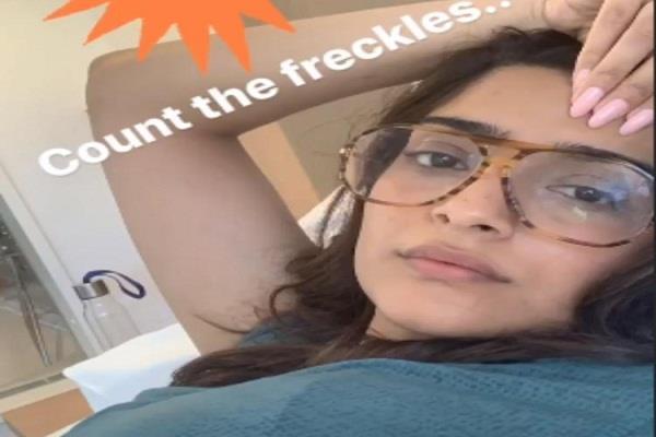 sonam kapoor flaunts her freckles in her latest selfie