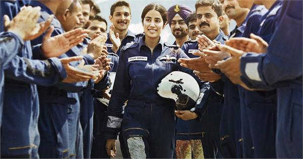 janhvi kapoor gunjan saxena biopic the kargil girl three look released