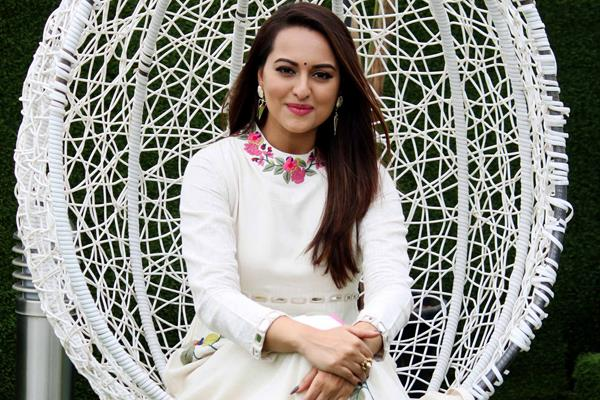 sonakshi sinha apologises after insult of valmiki society