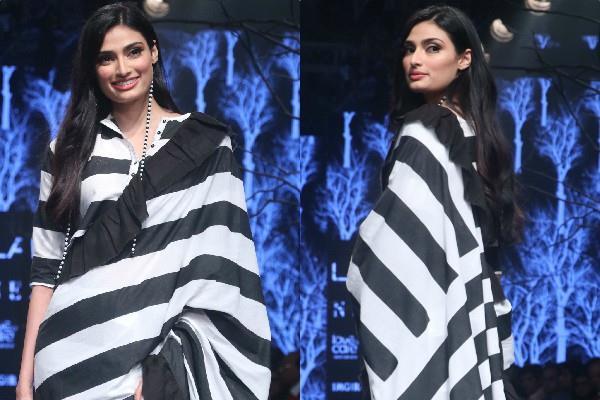 athiya shetty glamorous look in monochrome saree at lakme fashion week 2019