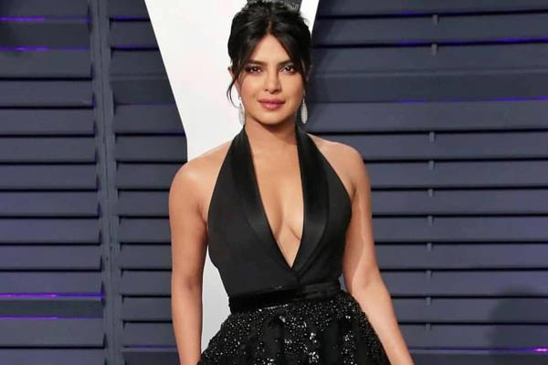 pakistani woman call priyanka chopra hypocrite actress gave answer in her style