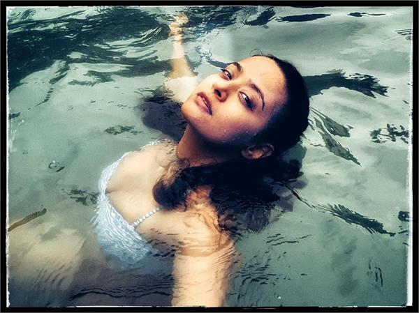 surveen chawla turns water baby during goa vication