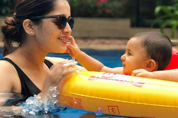 neil nitin mukesh wife rukmini sahay pool masti with daughter nurvi neil mukesh