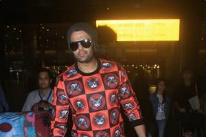 manish paul spotted at airport with family