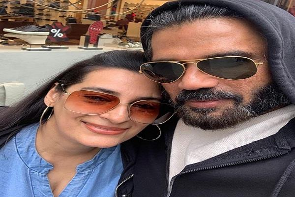 sunil shetty shares his selfie on his wife s birthday
