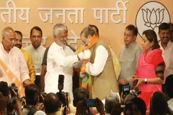 many leaders including sanjay singh formally joined bjp