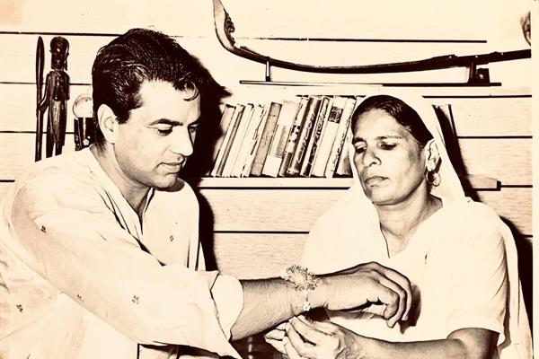dharmendra remembering his rakhi sister on rakshabandhan
