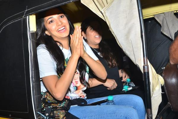 kiara advani enjoying rickshaw ride see pics