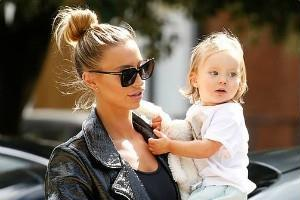 ferne mccann spotted with daughter