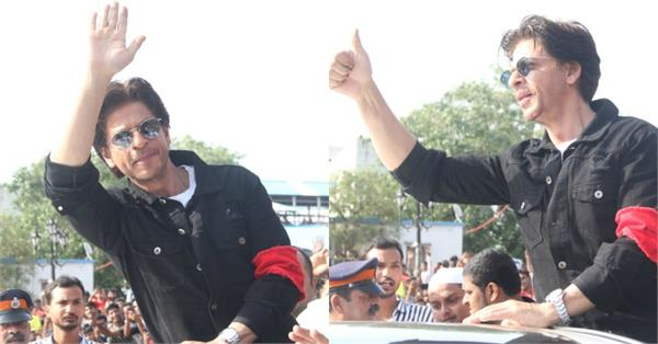 shahrukh khan attend a event at bandra railway station