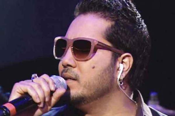 mika singh perform at musharraf relative function in karachi video viral