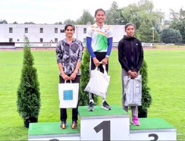 hima das won gold in 300 meter race in czech republic