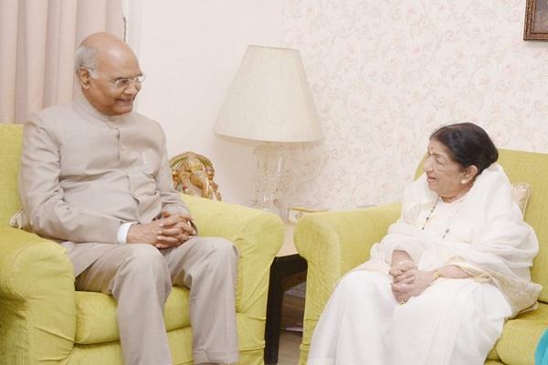 president ram nath kovind meets lata mangeshkar at her residence