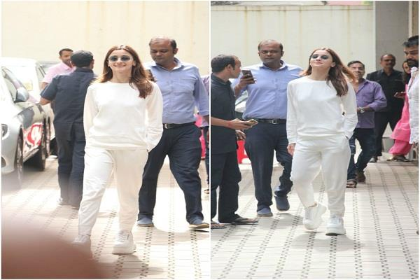 alia spotted at mahesh bhatt office in mumbai