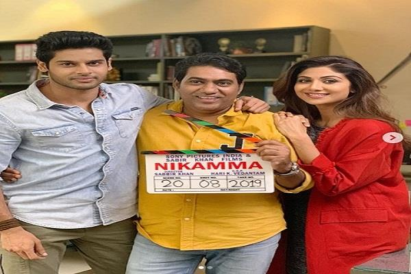 shilpa shetty shares pictures from the sets of  nikamma