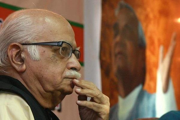 advani is suffering from fever not be able to hoist the flag at his residence