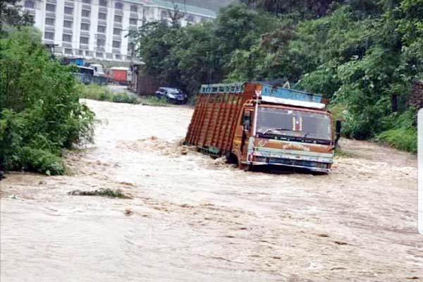 heavy rain in chamba