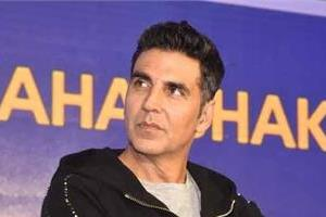 akshay kumar give gift to his fan