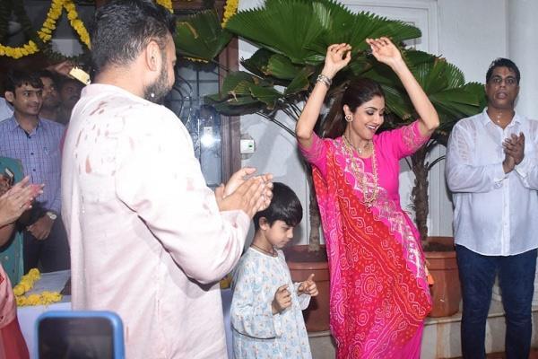 shilpa shetty dance with husband raj kundra at the immersion of ganpati