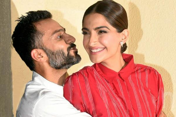 anand ahuja kissing sonam kapoor at zoya factor screening