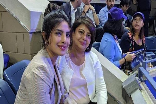 priyanka chopra arrives to watch tennis match with mother